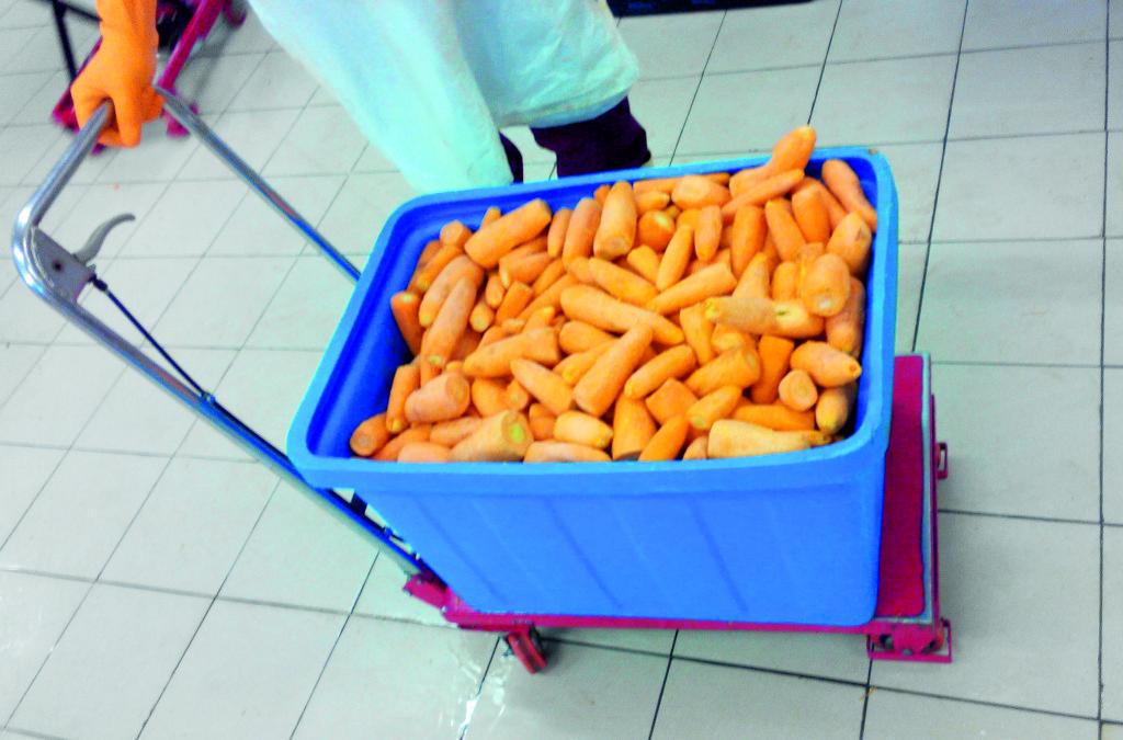 3. Перемещаем куб с морковью к овощерезке